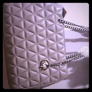 Brand new Micheal Kors purse (Large) very nice  ..